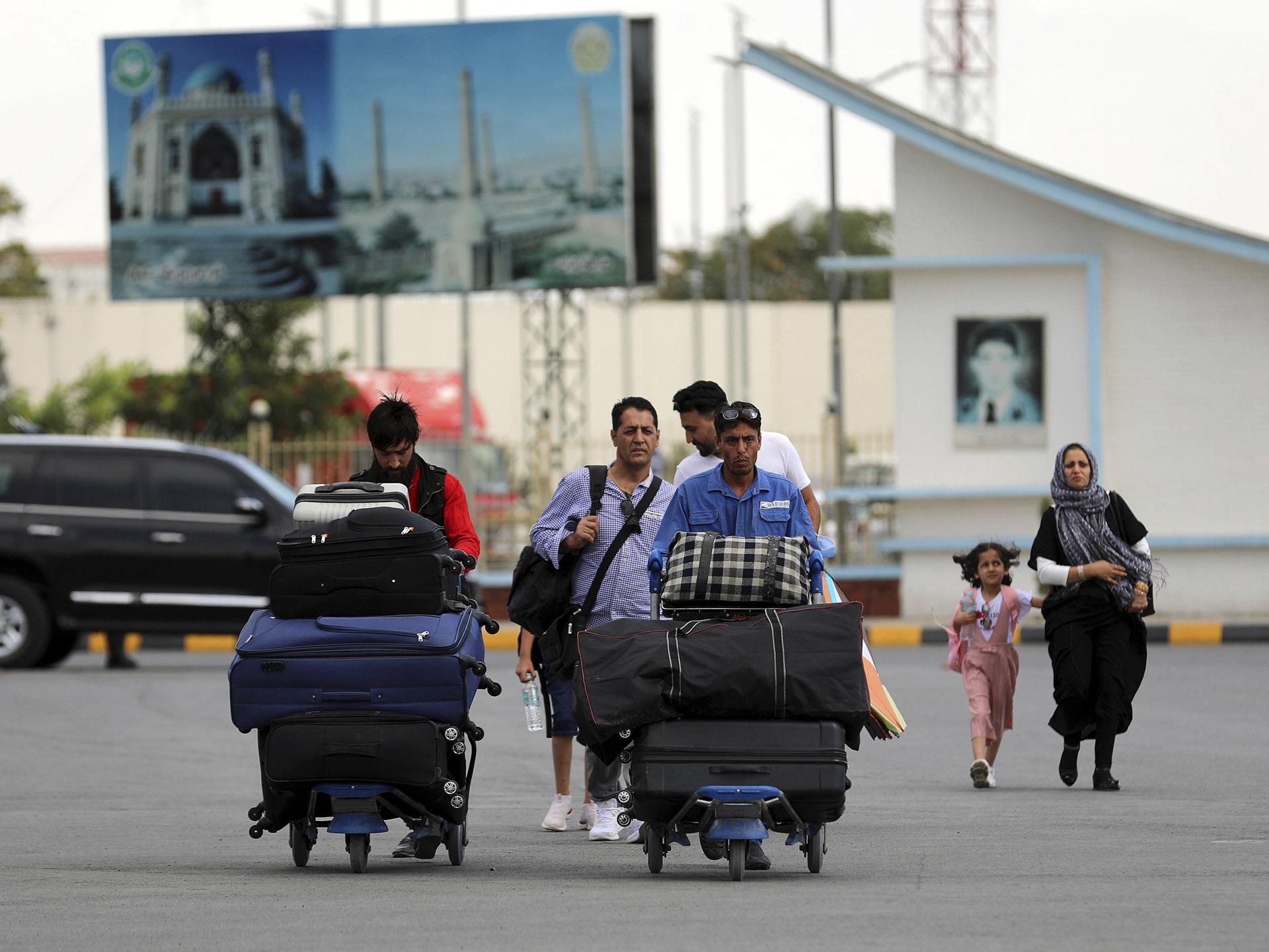 Hay cuatro argentinos en Kabul y Cancillería monitorea que puedan abandonar Afganistán
