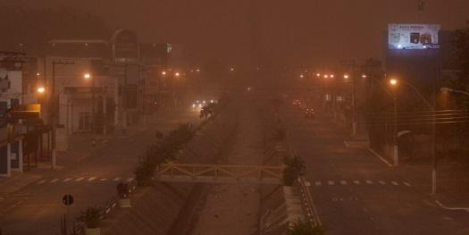 Video: Nuvem de poeira encobre cidade de São Paulo e gera cena assustadora
