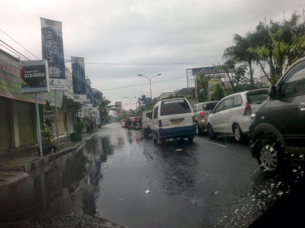 Kemacetan parah di Jl. KHZ Mustofa