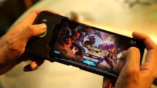 Smartphone gaming Black Shark 2 xuất hiện trên tay người dùng