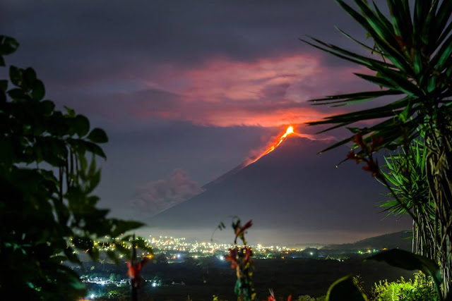 Volcán volcano Fuego Antigua Guatemala