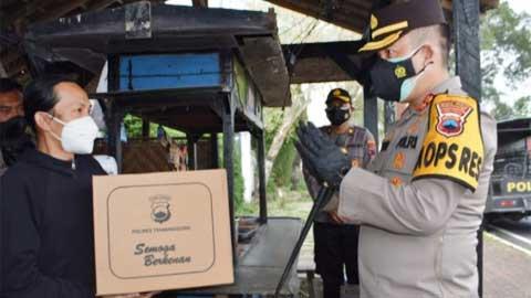Polres Temanggung Bantu PKL