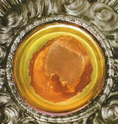 Lanciano: carne de Cristo em custódia de prata