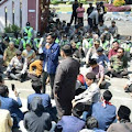 Ratusan Mahasiswa IAIN Madura Gelar Aksi di DPRD Pamekasan