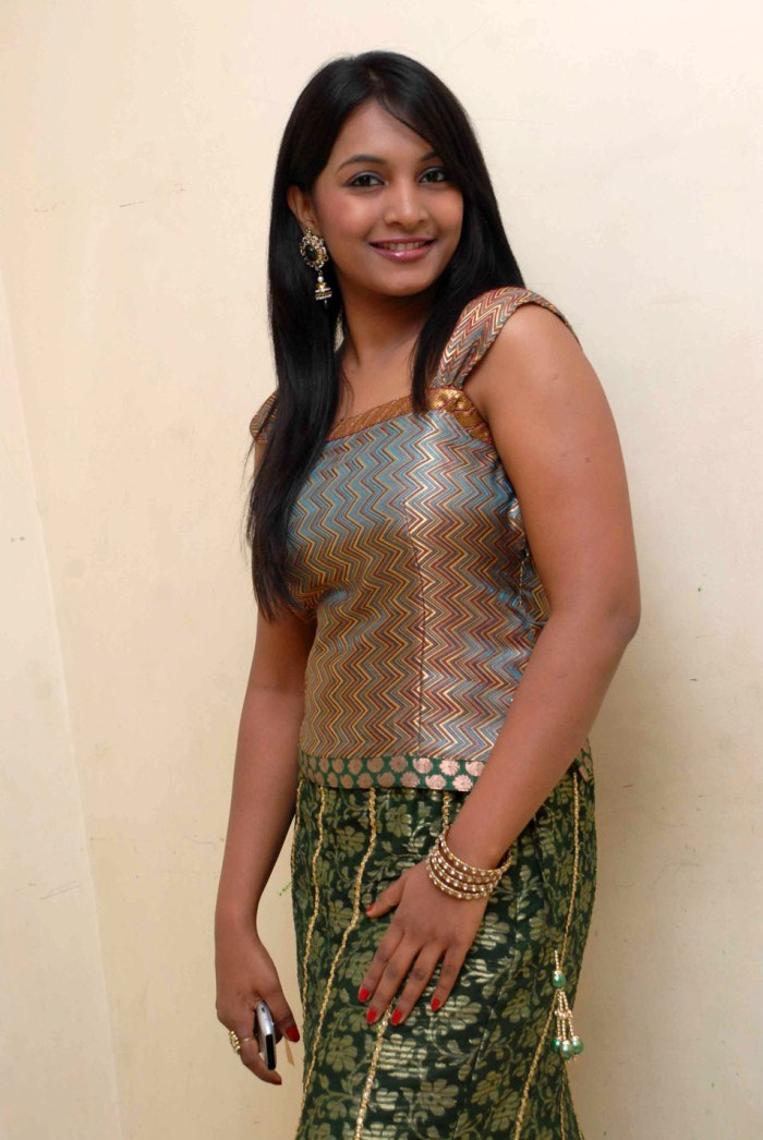 DESI CUTE AND FRESH GIRL: INDIAN GIRLS LOVELY PICTURE 2
