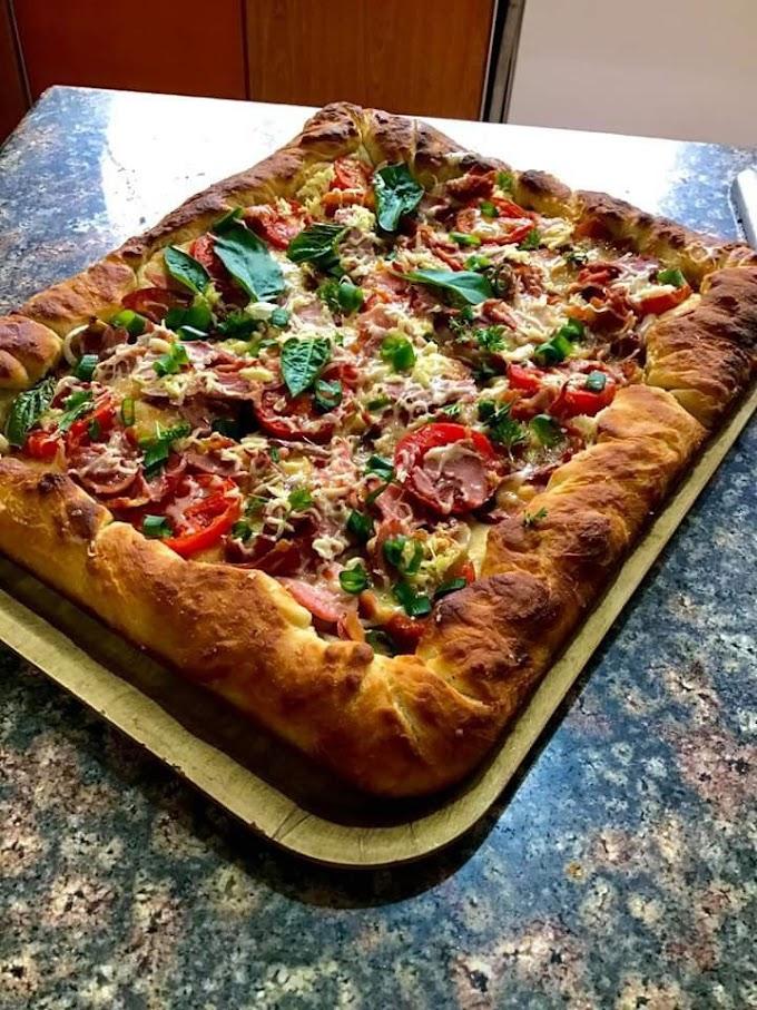Italian Sausage and Tomato Pizza