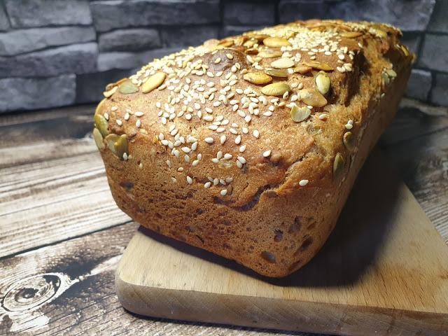Chleb orkiszowy z mąki jasnej i pełnoziarnistej