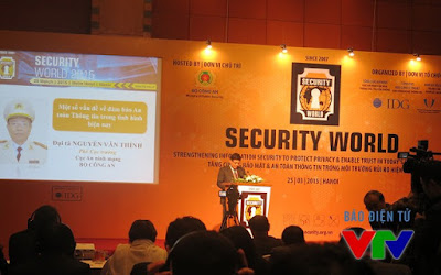 Colonel Nguyen Van Thinh, Deputy Director of the Ministry of Public Security Network Security presented the problem of information security in the current era