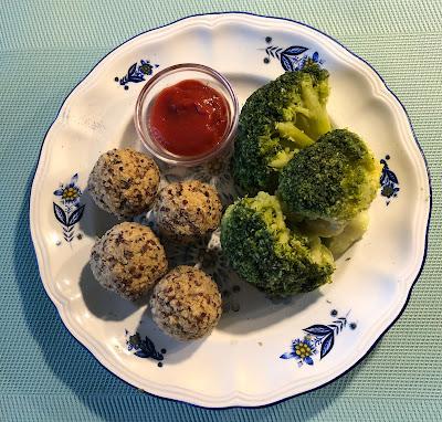 Boulettes vegan au quinoa avec brocolis et ketchup