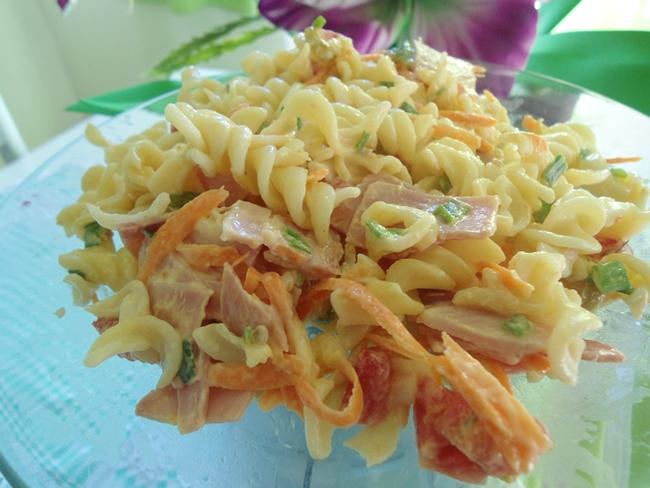 salada de macarrão fácil, rápida e deliciosa