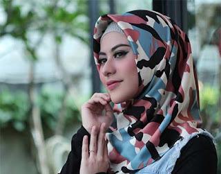 Betari Ayu Foto Hijab