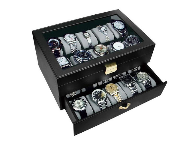 Display your watches in a wooden watch cases