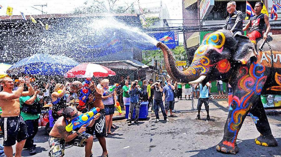 Праздник Сонгкран в Пхукете, Тайланд