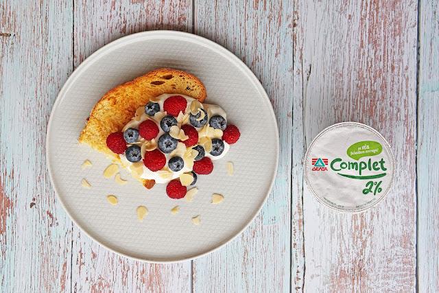 Συνταγή για Τσουρέκι που περίσσεψε με Γιαούρτι, Rasberries και Blueberries