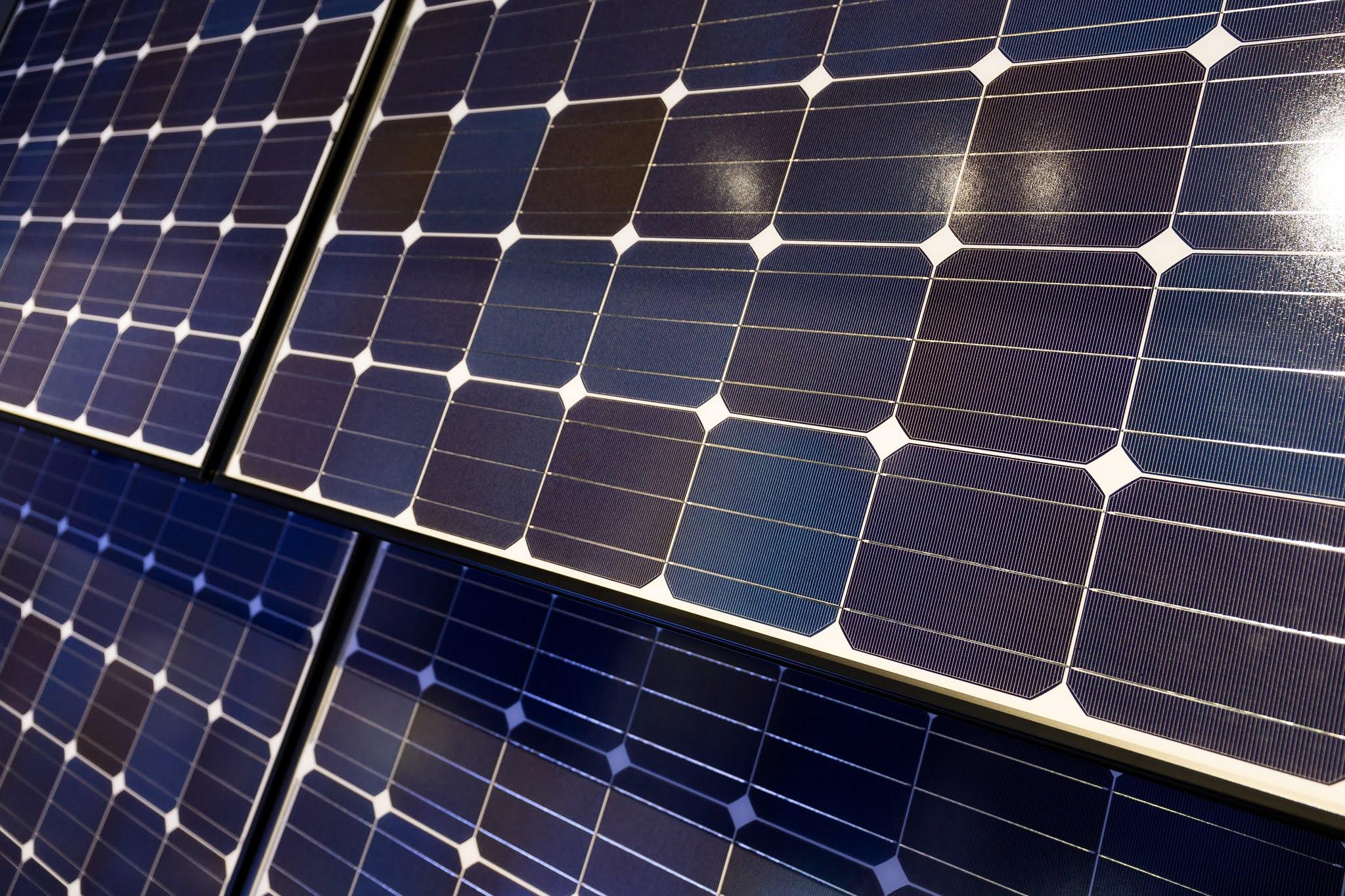 الإمارات تدعم الطاقة النظيفة