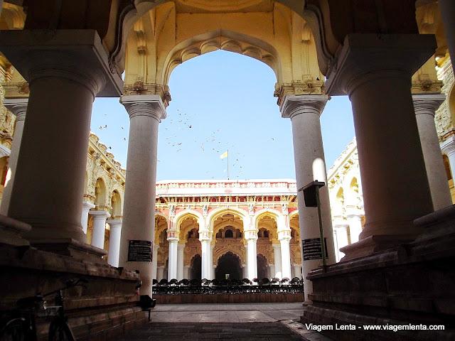 Entrada do Palácio de Thirumalai Nayak, em Madurai, Índia.