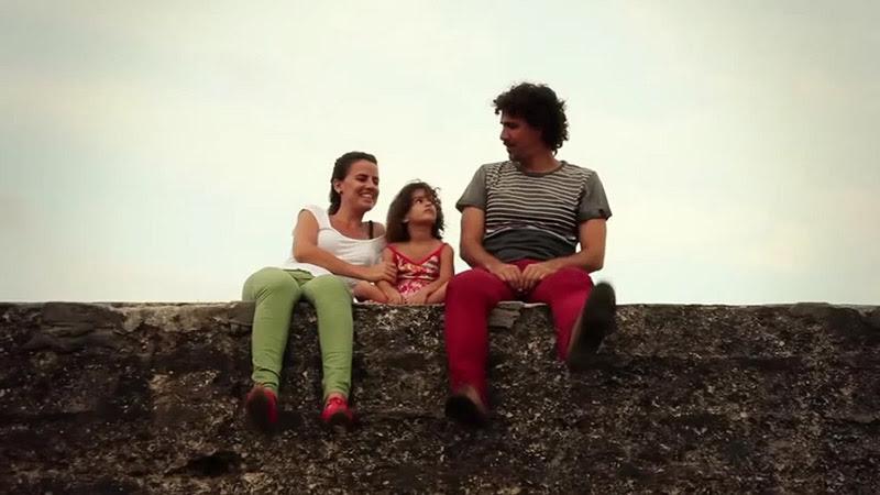 Roberto Carcassés - ¨Viene y va la felicidad¨ - Videoclip - Dirección: Andros Barroso. Portal Del Vídeo Clip Cubano - 02