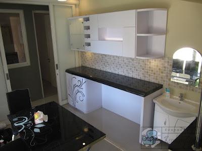 Lemari Dapur Finishing HPL Tekstur Stainless Steel + Furniture Semarang ( Kitchen Set Semarang )