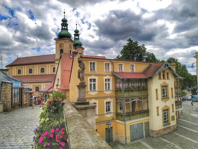 barokowy zespół klasztorny franciszkański: kościół Matki Boskiej Różańcowej