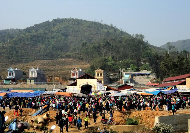 Ethnic minority market in Ha Giang Province 1
