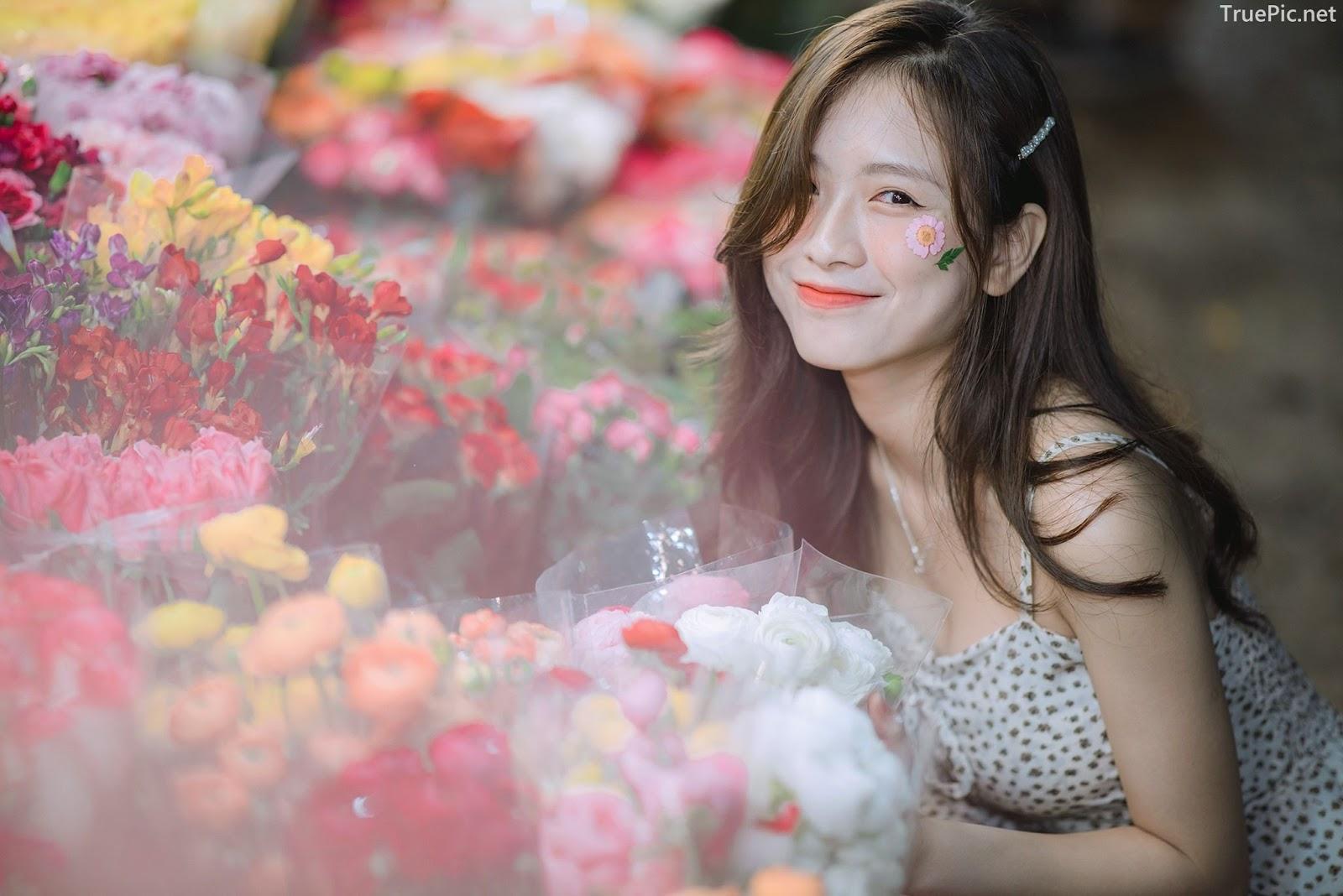 Vietnamese Hot Girl Linh Hoai - Strolling on the flower street - TruePic.net - Picture 4