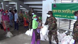 দিনাজপুরে সেনাবাহিনীর খাদ্যসামগ্রী বিতরণ