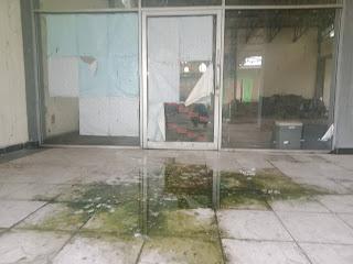 Kondisi gedung DPRD sementara di lantai dua terlihat kotor