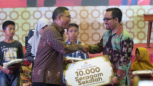 Inalum Serahkan Bantuan 10.000 Seragam Sekolah dan 100 Beasiswa