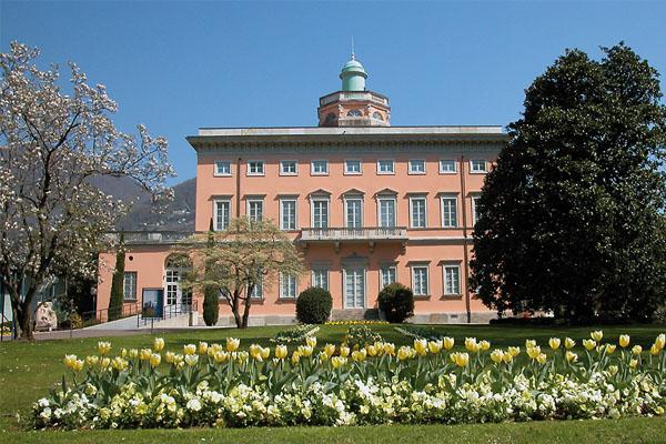 مبنى بلدية لوغانو السويسرية