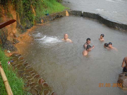 Asyiknya Relaksasi di Pemandian Air Panas di Indonesia
