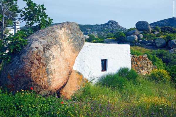 Σπίτι χτισμένο πάνω στο βράχο