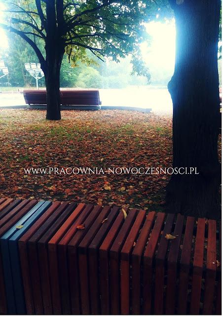 ławki w parku