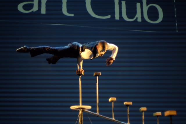 Performance parada de mãos para evento corporativo Part Club em São Paulo.