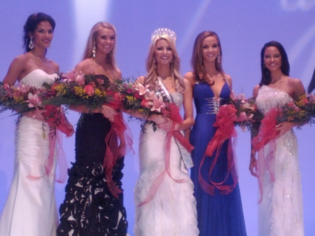 Miss World 24 Year Old Amanda Mertz Was Crowned Miss Kentucky Usa 2012 On January 23 2012 She Will Represent Kentucky In Miss Usa 2012 Pageant Amanda mertz has 628 books on goodreads, and is currently reading olive, mabel and me: miss world 24 year old amanda mertz was crowned miss kentucky usa 2012 on january 23 2012 she will represent kentucky in miss usa 2012 pageant