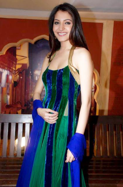 Anushka Sharma cleavage pics