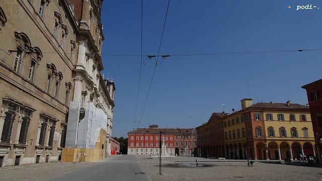 piazza roma a modena