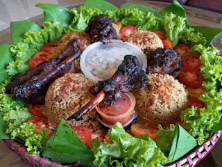 Nasi Kebuli Warung Mujarab 2, Nikmati sensasi kebersamaan bersama keluarga dengan makan kembulan di Magelang