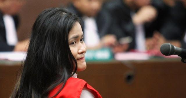 6 Perilaku Aneh Jessica Wongso di Hari Kematian Mirna