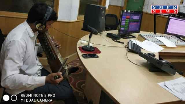 सारंगी वादक मुकेश राणा ने एफएम रेनबो पर दी प्रस्तुति