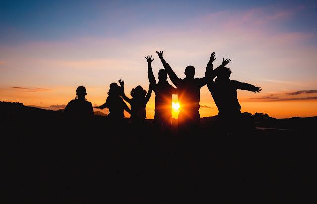 Viajar com grupo de amigos sendo introvertida