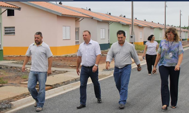 Prefeito Gilson pede agilidade na entrega das casas do Agrochá 2 e 3 em Registro-SP