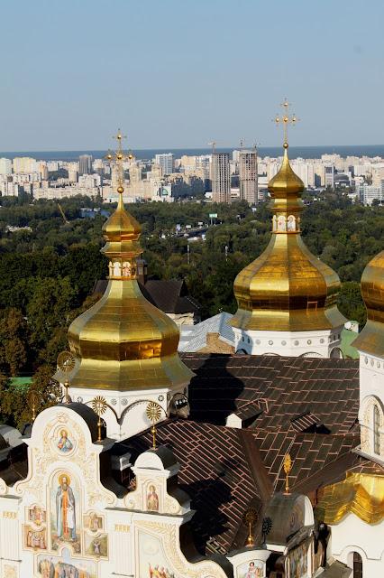 Крыша и купола Успенского собора