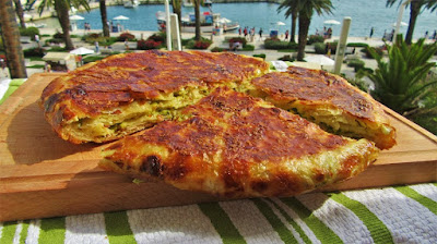 Burek pita s tikvicama i sirom u tavi / Zucchini pie with cheese pan fried