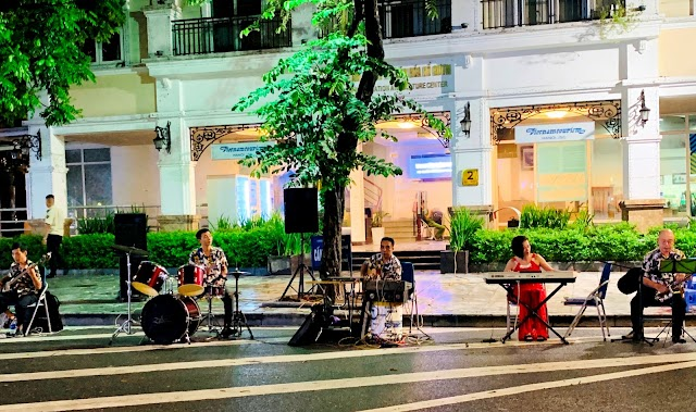 Hanoi Walking Street, a destination not to be missed when coming to Hanoi