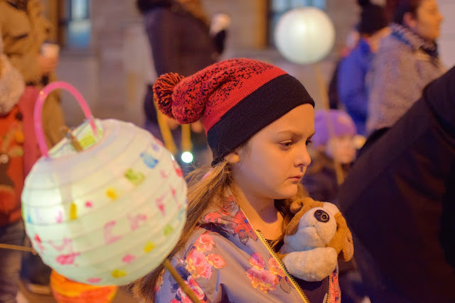 lanterns in the sky, twinkling lights, lantern parade, Christmas, advent, traditions, family, Pembrokeshire, Milford Haven, Santa, nativity, small town Christmas celebrations, UK, Wales, A child's Christmas in wales, light ceremony,