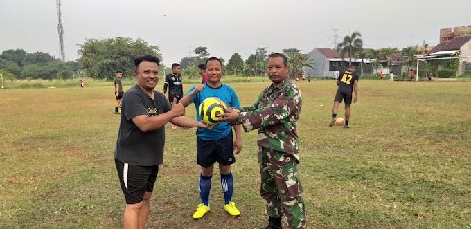 Satgas TMMD Ke-112 Tanding Sepakbola Persahabatan Dengan Warga