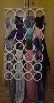 cómo hacer un organizador de bufandas, como hacer un exhibidor de bufandas, como hacer un perchero para bufandas, ideas para colgar bufandas, manualidades para colgar bufandas, perchero para ropa pequeña, como hacer un perchero para ropa pequeña, percheros faciles de hacer, perchero manualidad