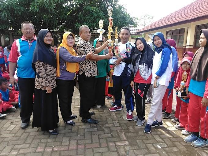 Siswa Siswi SDN Kiara III Dapat Penghargaan Sabet Juara Umum Tingkat Kecamatan.