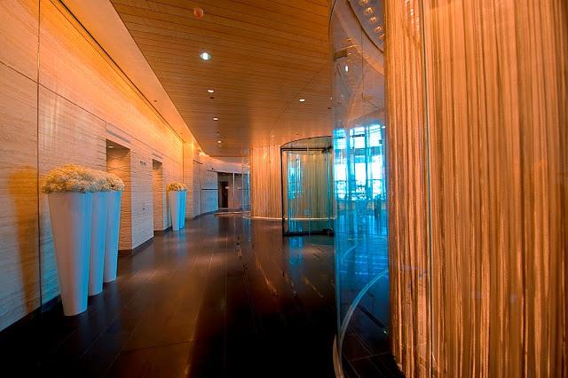 burj-khalifa-hotel-altura-dubai-visitas-tickets-discount-height-in-feet-planos-precios-pisos-interior-vestibulo-ascensores-nucleo-pasillo