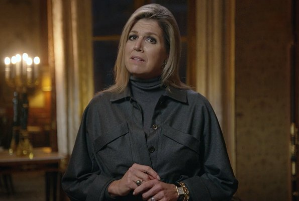 Dutch Queen Maxima wore Natan twill coat with pockets and belt, and grey wool ceshmere turtle-neck sweater from Natan. Massimo Dutti sweater